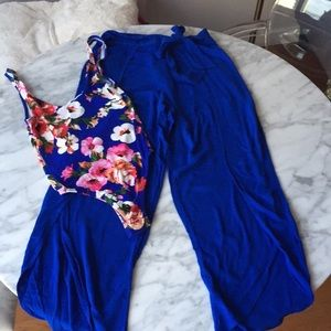 Flowy pants with tropical low back bodysuit